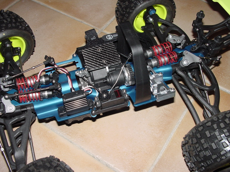 b-revo chassis alu et b-revo chassis carbone - Page 2 DSC00001%20(2)_resize