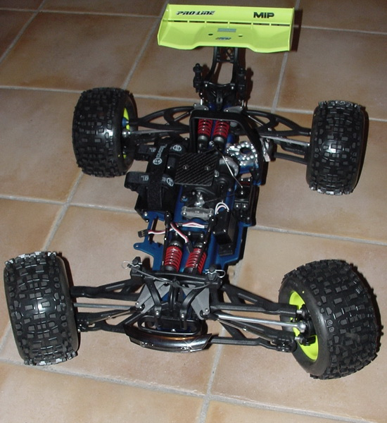 b-revo chassis alu et b-revo chassis carbone - Page 2 DSC00002%20(2)_resize