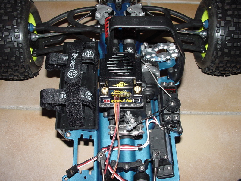b-revo chassis alu et b-revo chassis carbone - Page 2 DSC00005_resize