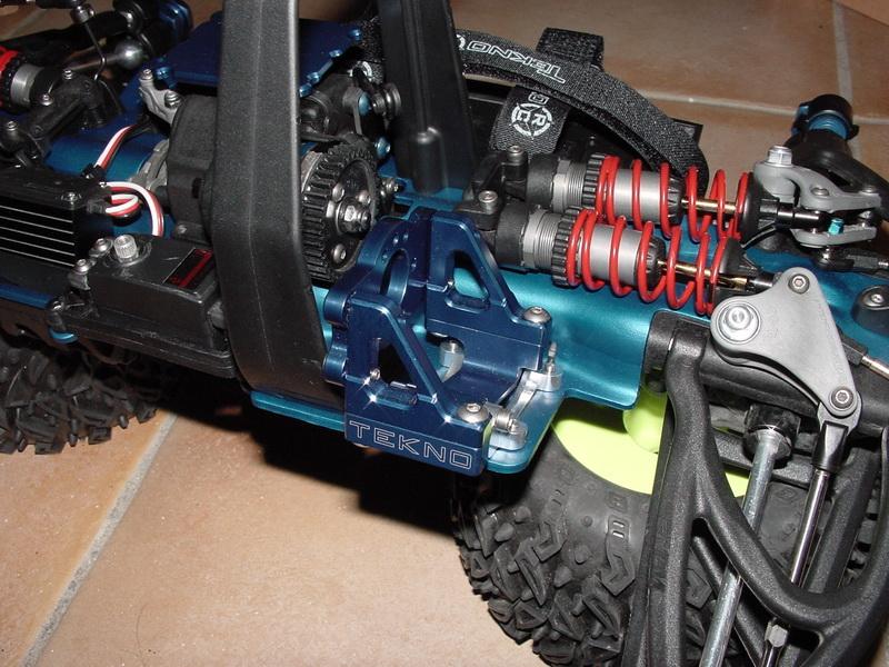 b-revo chassis alu et b-revo chassis carbone DSC00003%20(3)_resize